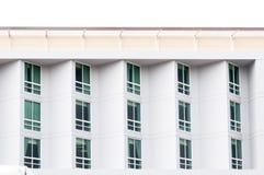 Kondominium nadokienny szkło nowożytny, nowożytny budynek z wielkimi okno Zdjęcie Royalty Free