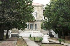 Kondygnacja dom z kamiennymi ścianami Zdjęcia Royalty Free