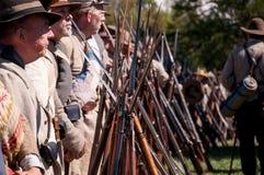 Konfederacyjni żołnierze z karabinami obrazy stock
