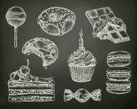 Konfekt skissar på den svart tavlan royaltyfri illustrationer