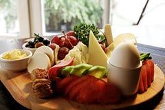 Konfektions- frukostplatta royaltyfria foton