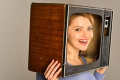 konferencja kobieta na online konferencyjnej biznesowej konferenci z szczęśliwym kobieta chwytem tv konferencyjny pojęcie Śmieszn obraz royalty free