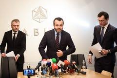 Konferencja prasowa przy ABLV bankiem o ABLV banka udziałowów decyzi likwidować banka ochraniać klientów obrazy royalty free