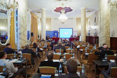 Konferens-korridor med particpants av konferensen Arkivbild