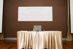 konferensbärbar datorlokal Fotografering för Bildbyråer