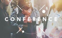 Konferensen delar idéer som möter högtalarebegrepp Arkivfoto