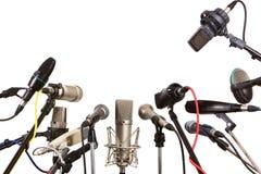 Konferensmötemikrofoner som är förberedda för pratmakare Arkivfoto