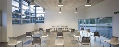 Konferensrum och rum som kan användas till mycket Royaltyfri Bild