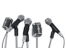 Konferenzsitzungsmikrophone vorbereitet für Sprecher Lizenzfreies Stockfoto