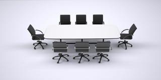 Konferenztisch und acht schwarze Bürostühle Lizenzfreies Stockbild