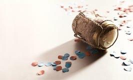 Konfettiar med champagne korkar arkivfoto