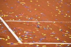 Konfettier på en tennisleradomstol Royaltyfria Bilder