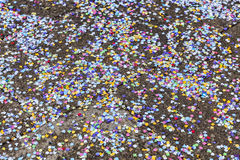 Konfettis auf der Straße Lizenzfreie Stockfotografie