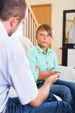 Konfliktów powiązania argumentowanie tata i syn Obrazy Stock