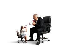Konflikt zwischen Frau und älterem Mann Lizenzfreies Stockbild