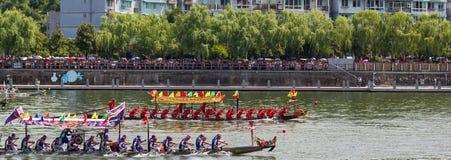 Konfrontacyjna smok łodzi festiwalu rasa Obrazy Royalty Free