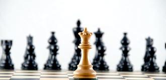Konfrontation gegen schwarze Ränge. Schach. Stockfotografie