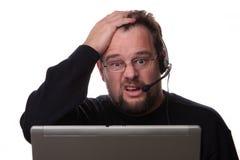 Konfuser schauender männlicher Computerbediener Lizenzfreie Stockbilder