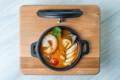 Kong del ñame de Tom en la tabla de madera Alimento tailandés - fritada #6 del Stir fotos de archivo libres de regalías