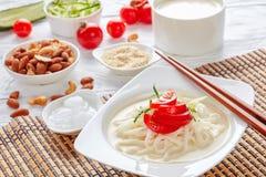 Kong-guksu - kall koreansk soppa, bästa sikt fotografering för bildbyråer