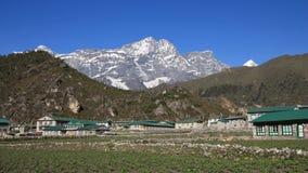 Kongde Ri, vista da Khumjung Fotografia Stock