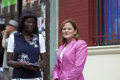 Kongressabgeordnetes Mellissa Cerano an der Straßenwidmung Yomo Toro Lizenzfreie Stockfotos