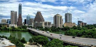 Kongressbrücke in im Stadtzentrum gelegenem Austin TX Stockbilder