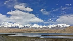 Kongur山和Karakuri湖 库存图片