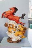 Konia i smoka _ceramiczna rzeźba Obrazy Royalty Free