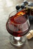 Koniaków winogrona i szkło Obrazy Royalty Free