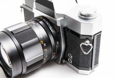 Konica viejo cámara de 35 milímetros aislada en cierre del blanco para arriba foto de archivo