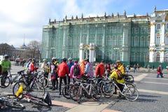 Koniec jeździć na rowerze na pałac kwadracie st. Petersburg fotografia stock