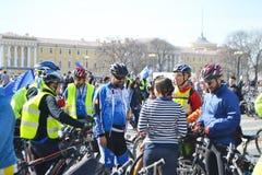 Koniec jeździć na rowerze na pałac kwadracie st. Petersburg obraz royalty free