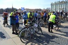 Koniec jeździć na rowerze na pałac kwadracie st. Petersburg fotografia royalty free