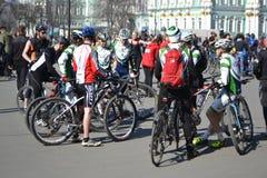 Koniec jeździć na rowerze na pałac kwadracie st. Petersburg zdjęcia stock