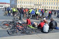 Koniec jeździć na rowerze na pałac kwadracie st. Petersburg obrazy royalty free