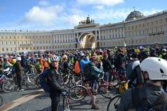Koniec jeździć na rowerze na pałac kwadracie st. Petersburg obraz stock
