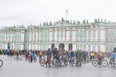 Koniec jeździć na rowerze na pałac kwadracie st Petersburg obraz stock