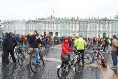 Koniec jeździć na rowerze na pałac kwadracie st Petersburg obraz royalty free