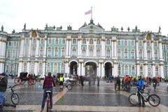 Koniec jeździć na rowerze na pałac kwadracie st Petersburg obrazy stock