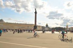 Koniec jeździć na rowerze na pałac kwadracie st Petersburg zdjęcie royalty free