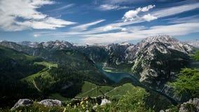 Konigssee con las montañas de Berchtesgaden de time lapse metrajes