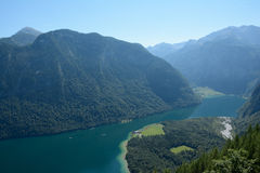 Konigsseemeer in Vallei in Alpen Stock Foto's