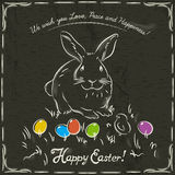 Konijn en Pasen gekleurde eieren op grunge bruine achtergrond Stock Fotografie