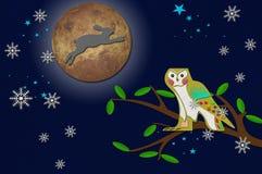 Konijn op de maan met uil op boom Stock Afbeelding