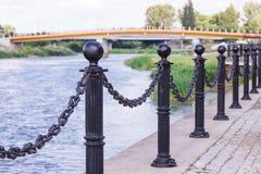 Konin, Pologne - 18 juin 2016 : Remblai de rivière polonaise de Warta en ville Konin images libres de droits
