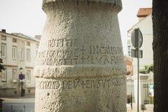 Konin, Pologne Le poteau le plus ancien - panneau routier en Pologne Une plus grande province de la Pologne photos stock
