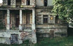 Konin, Pologne Palais abandonné et négligé du ` s d'Edward Raymond Images stock