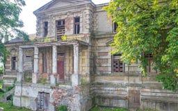 Konin, Pologne Palais abandonné et négligé du ` s d'Edward Raymond photographie stock libre de droits