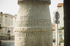 Konin, Polonia Il più vecchio palo - segnale dentro la Polonia Voivodato della Grande Polonia fotografie stock